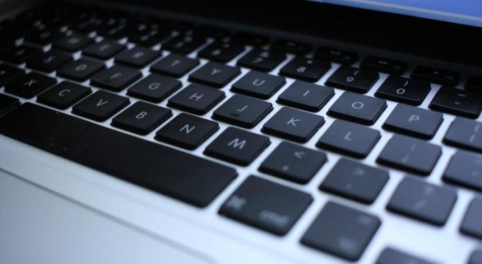 apple-macbook-ve-macbook-prolarin-klavyelerini-ucretsiz-onaracak